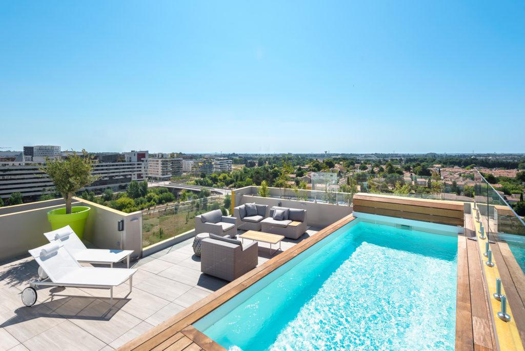 Terrasse et piscine sur le toit - Le Platinium à Montpellier par M&A Promotion