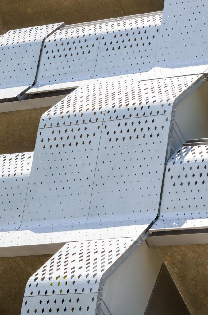 Détail de la résille en façade - Le Platinium à Montpellier par M&A Promotion