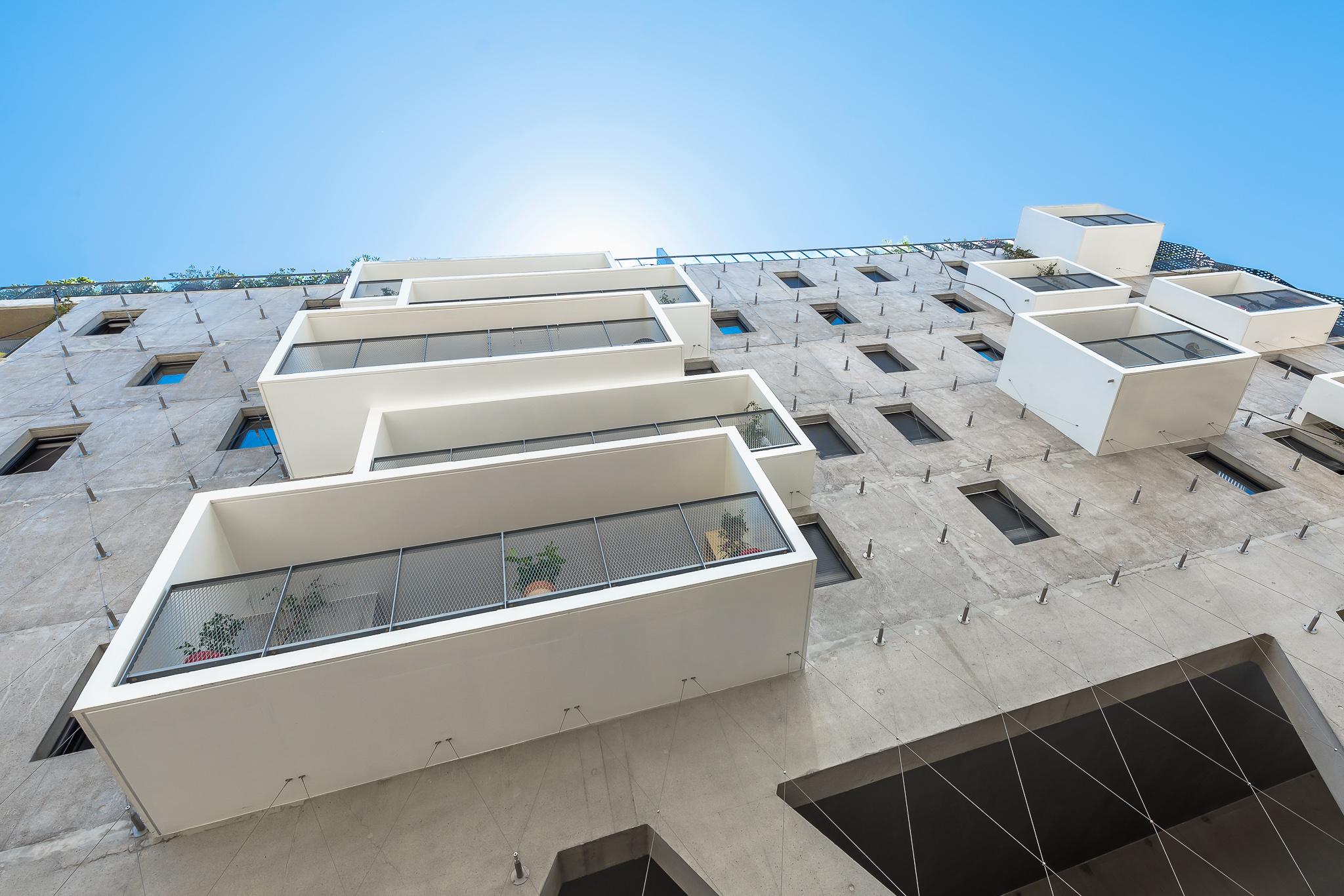 Perspective en contre-plongée d'une façade - Le Platinium à Montpellier par M&A Promotion