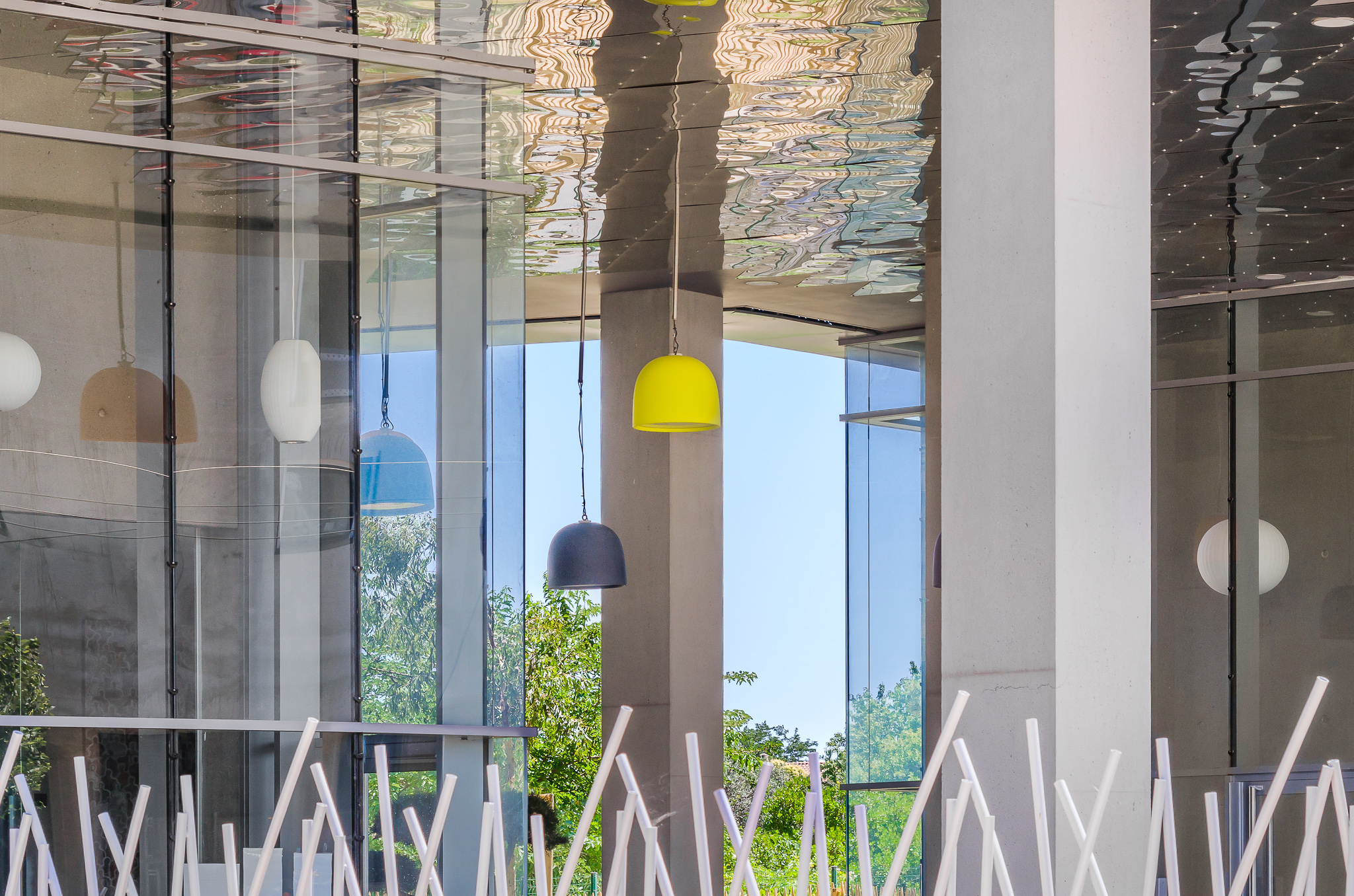 Détail architectural du hall extérieur - Le Platinium à Montpellier par M&A Promotion
