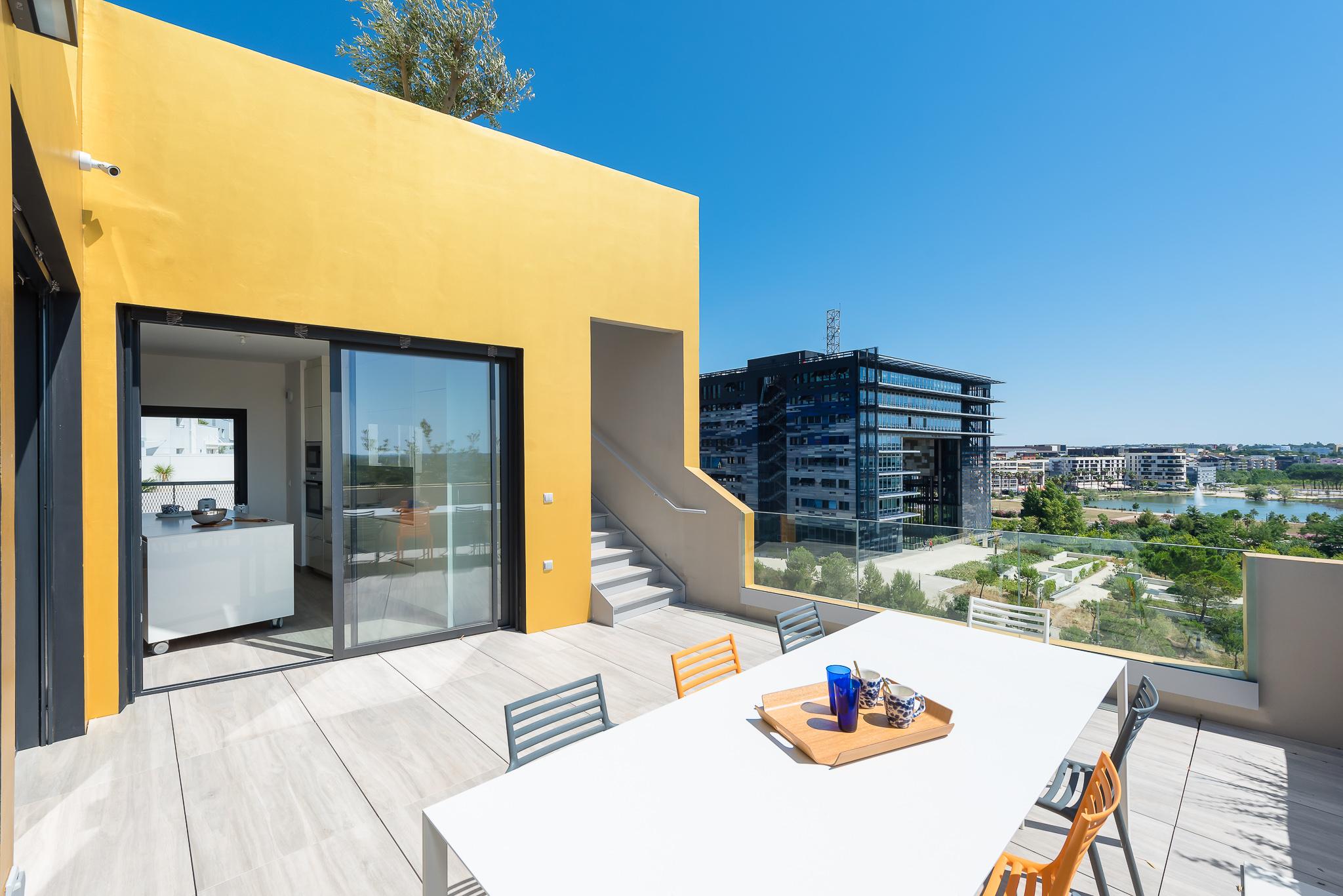 Terrasse d'une villa sur le toit - Le Platinium à Montpellier par M&A Promotion