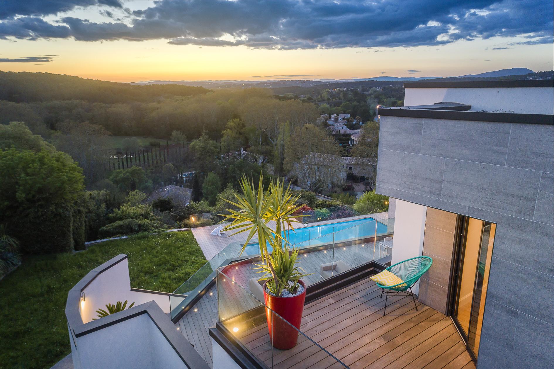 Photo aérienne par drone du panorama d'une Villa de prestige à Castelnau-le-Lez - Agence Sotheby's Montpellier