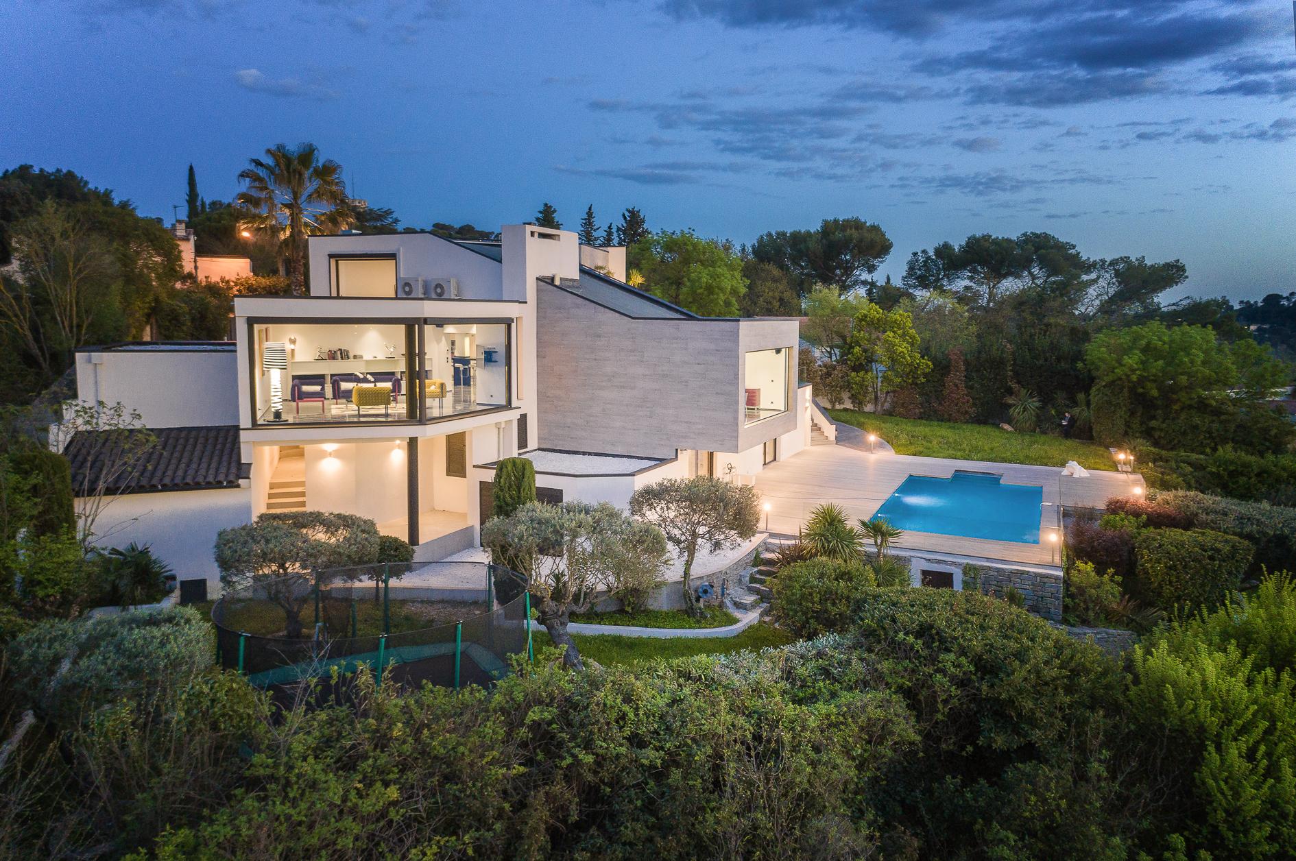 Photo aérienne par drone d'une Villa de prestige à Castelnau-le-Lez - Agence Sotheby's Montpellier
